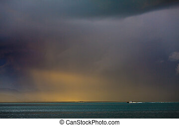 αόρ. του light , κεραυνός , καταιγίδα , βροχή , ήλιοs