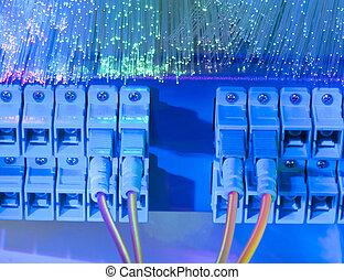 αόρ. του shoot , δίκτυο , τεχνολογία , έλιγμα , ακόλουθος , κέντρο δεδομένων