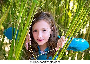 βέργα , γρήγορη φευγαλέα ματιά , φύση , πράσινο , κορίτσι , παίξιμο