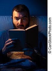 βιβλίο ανάγνωσης , έκπληκτος , άντραs