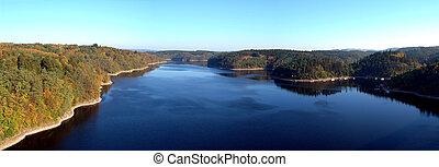 βλέπω , από , ένα , γέφυρα , σε , ποτάμι