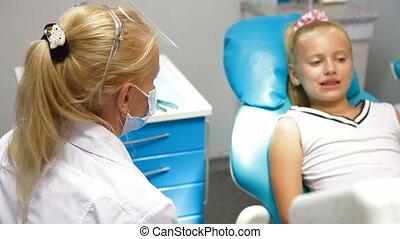 βλέπω , οδοντίατρος