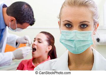 βοηθόs οδοντιάτρου