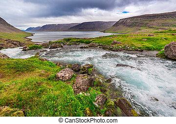 βουνό , βουνά , ισλανδία , ανάμεσα , λίμνη , ρεύση , ποτάμι