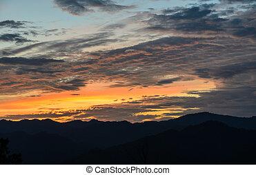βουνό , ηλιοβασίλεμα , βλέπω , τοπίο , όμορφος