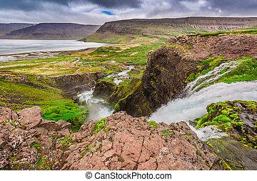 βουνό , ισλανδία , ανάμεσα , λίμνη , ρεύση , ποτάμι , βουνά