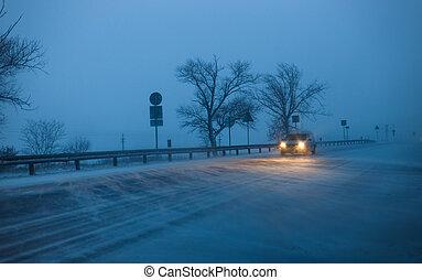 βράδυ , άμαξα αυτοκίνητο , οδηγώ , κατά την διάρκεια , χιονοθύελλα , εθνική οδόs