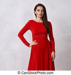 βράδυ , νέα γυναίκα , μελαχροινή , φόρεμα , κόκκινο