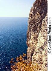 βράχοs , και , θάλασσα