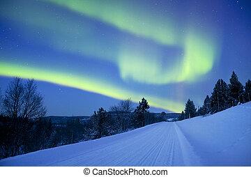 βόρειο σέλας , πάνω , ένα , δρόμοs , διαμέσου , χειμερινός γραφική εξοχική έκταση , φινλανδικός , λαπωνία