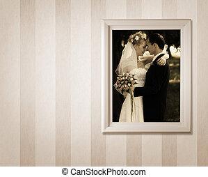 γάμοs