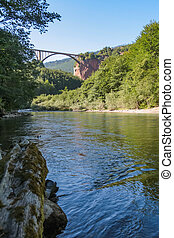 γέφυρα , dzhurdzhevich, βόρεινος , μαυροβούνιο , tara, - , μπετό , τμήμα , ποτάμι , καμάρα , απέναντι