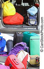 γεμάτος , έτοιμος , γίνομαι , κιβώτιο , αποσκευέs , γιορτή , αυτοκίνητο
