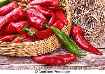 γεμάτος , πλεχτό καλάθι , φρέσκος , κοκκινοπίπερο , peppers., κόκκινο