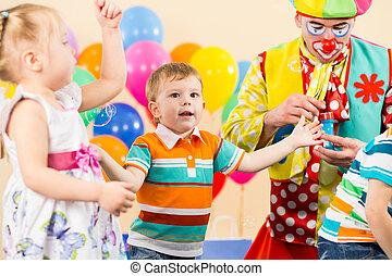 γενέθλια , μικρόκοσμος , χαρούμενος , γελωτοποιός , πάρτυ