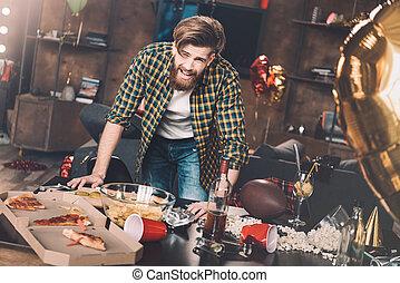 γενειοφόρος , μετά , νέος , επακόλουθο μέθης , κλίση , ακατάστατος , πάρτυ , τραπέζι , άντραs