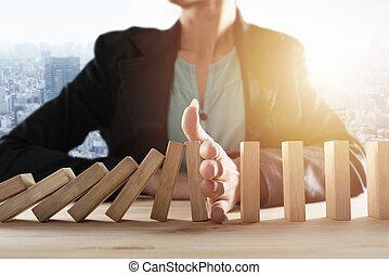 γενική ιδέα , αρέσω , αλυσίδα , επιχειρηματίαs γυναίκα , ντόμινο , business., ανακόπτω , αποτρέπω , αποτυχία , πέφτω , game., κρίση