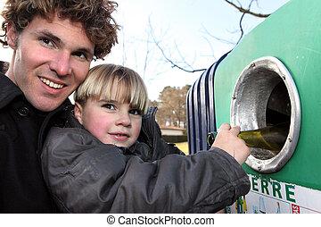 γεννήτωρ και γιος , ανακύκλωση , βάζω τζάμια δέμα