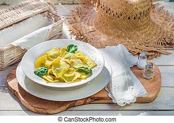 γευστικός , ηλιόλουστος , ραβιόλι , κουζίνα