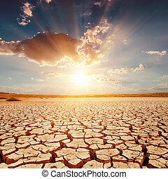 γη , πάνω , ηλιοβασίλεμα , ραγισμένος , κόκκινο