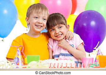 γιορτάζω , γενέθλια , λατρευτός , παιδιά , πάρτυ
