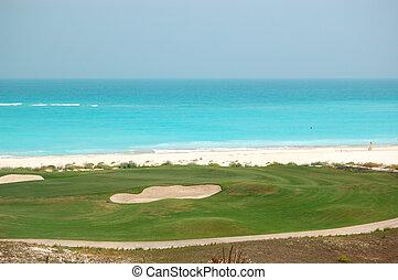 γκολφ , πεδίο , κοντά , παραλία , από , ο , πολυτέλεια , ξενοδοχείο , saadiyat, νησί , abu dhabi , uae