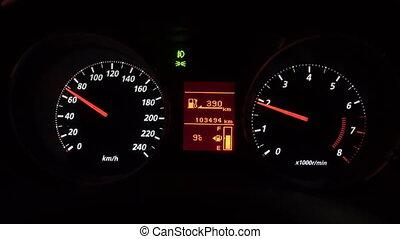 γκρο πλαν αντίκρυσμα του θηράματος , από , πίνακας οργάνων , αναμμένος άρθρο άμαξα αυτοκίνητο , τη νύκτα , ώρα , διακόπτης , panel.
