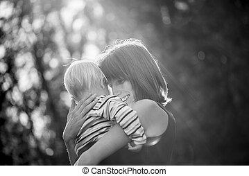 γραπτώς , εικόνα , από , ένα , αίσιος ευθυμία , νέος , μητέρα , αγαπώ , αυτήν , βρέφος αγόρι