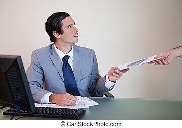 γραφική δουλειά , συνάδελφος , χορήγηση , επιχειρηματίας
