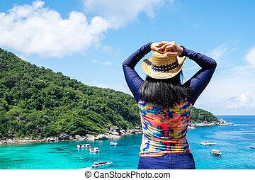 γραφικός , όπλα , κουστούμι , ουρανόs , ακμή άδεια , θάλασσα , οδοιπορικός , θέα βουνών , ανώτατος , ταξιδιώτης , ταχύτητα , κολύμπι , οκεανόs , βάρκα , γυναίκα , μπλε , ανέθρεψα