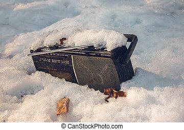 γριά , εγκαταλειμμένος , χιόνι , παίχτης , κασέτα , ραδιόφωνο