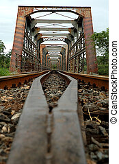 γριά , τρένο , γέφυρα