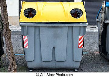 γυαλί , δοχείο , ανακύκλωση , δρόμοs