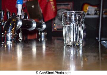 γυαλί , μπαρ , αδειάζω