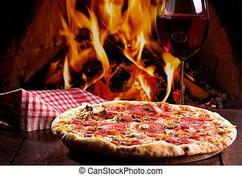 γυαλί , πίτα με τομάτες και τυρί , κρασί
