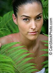 γυναίκα , αγίνωτος φυλλοειδής διακόσμηση