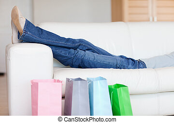 γυναίκα αγοράζω από καταστήματα , ανακουφίζω από δυσκοιλιότητα , καναπέs , μετά , γύρος
