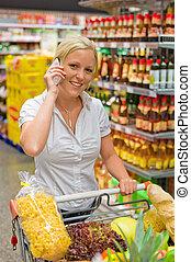 γυναίκα αγοράζω από καταστήματα , υπεραγορά , κάρο