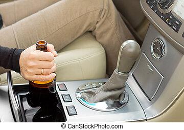 γυναίκα αμπάρι , οδήγηση , χρόνος , μπουκάλι , αλκοόλ