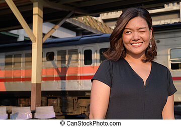 γυναίκα , αναβοσβήνω , περιηγητής , νέος , θέση , ασιάτης , σιδηρόδρομος , ευτυχισμένος