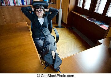 γυναίκα ανακουφίζω από δυσκοιλιότητα , αυτήν , επαγγελματική επέμβαση , τραπέζι , γάμπα