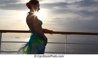 γυναίκα , αντέχω , αναμμένος διακόσμηση , από , πλοίο