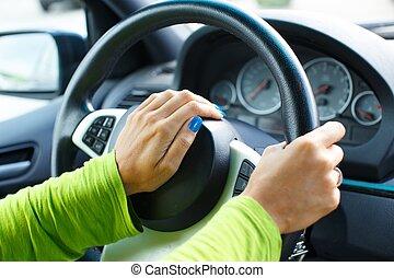 γυναίκα , αντίτυπο δίσκου , κέρατο , αυτοκίνητο , χέρι