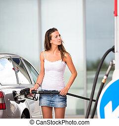 γυναίκα , αυτήν , αυτοκίνητο , αέριο , νέος , θέση , ελκυστικός , ανεφοδιάζομαι με καύσιμα