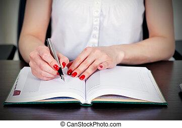 γυναίκα γράφω