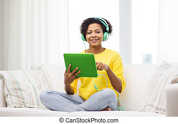γυναίκα , δισκίο , ακουστικά , pc , αφρικανός , ευτυχισμένος
