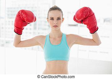 γυναίκα , επιδεικτικός , πάλη , πάνω , γάντια , κράτημα , αυστηρός