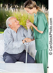 γυναίκα , επιστάτης , μερίδα φαγητού , ηλικιωμένος ανήρ , αναφορικά σε αποκτώ , πάνω , από , καναπέs