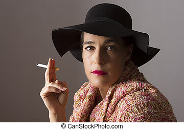 γυναίκα , κάθομαι , μαύρο , ώριμος , κάπνισμα , καπέλο