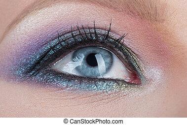 γυναίκα , κλείνω , μάτι , γαλάζιο άποψη , women., φτιάχνω , νέος , eyelid., μαύρο , ανακριτού. , μάτια , γυναίκα , γραφικός , μακιγιάζ , στούντιο , ακτινοβολία , γυναίκεs , smokey , πάνω , mascara., επαγγελματικός , λαμπερός